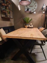 Mango houten eetkamertafel met x poot vanaf €499.-