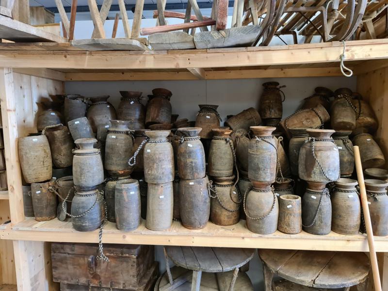 Grote voorraad houten Nepaleze houten potten vazen
