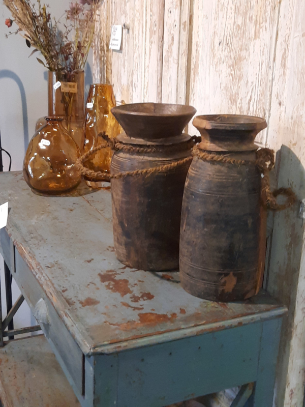 Nepaleze houten vazen