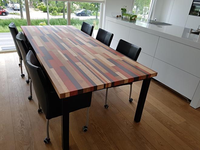 tafel met parket stroken