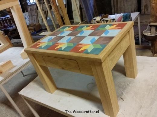 Eiken salontafel met lade en blad van Potugese cement tegels