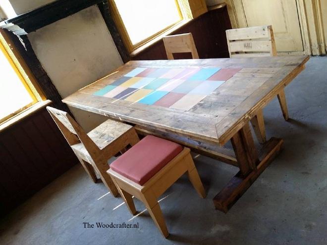 tafel met Portugese tegels en dwarsbalk