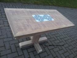 tafel met kruispoot