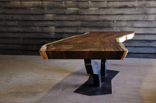 Eiken tafel met stalen onderstel, Bogi, Bogie, massieve tafel