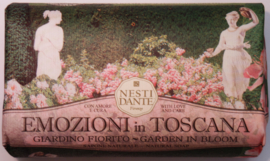 Emozioni in Toscana: Garden in bloom