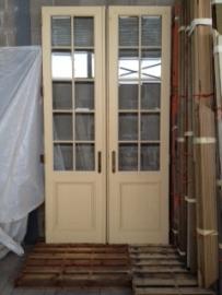 Oude dubbele deuren