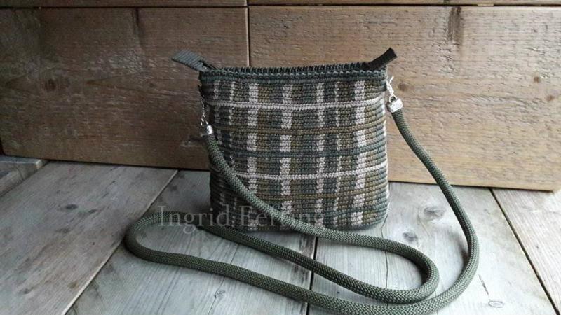 Mini mochila ovaal BRUIN TAUPE GREEN BLOCK