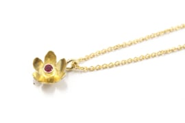 Erwin Borggreve - Collier goud met robijn bloemetje - 11252