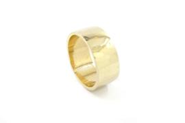 Galerie Puur - 14k geel gouden ring met bewerkt oppervlak - 11426