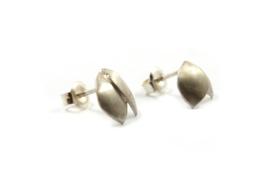 Maja Lava - Zilveren bladvormige oorstekers - 10935