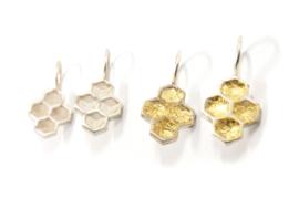 Inge Goedbloed - Honingraat oorhangers zilver met bladgoud - 11662