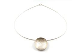 Lesley Zijlstra - Omega collier met zilveren hanger reticulatie - 10364