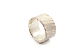 Maja Lava - Zilveren structuur ring breed - 10926