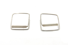 Maria van der Mel - Zilveren oorbellen vierkant - 10626