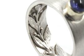 Myjung Kim - Ring met versiering, gouden zetkast en tanzaniet - 10531