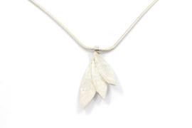 Lesley Zijlstra - Zilveren hanger met 3 bladeren - 11012
