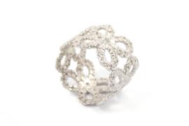 Femke Toele - Gehaakt zilveren ring breed met maansteentjes - 11421