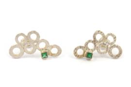 Myrthe Cools - Zilveren oorstekers met smaragd - 10258