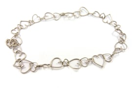 Dorien de Jonge - Zilveren oneven hartvormig collier - 3K01
