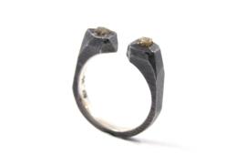 Hans van der Leen - Open ring gezwart zilver met ruwe diamant - 11224