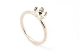 Erwin Borggreve - Ring zilver met peridot bloemetje - 11251
