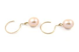 Galerie Puur - 18 karaats geel gouden oorbellen met zoetwater parels - 11361