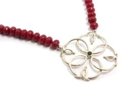 Dorien de Jonge - Rood collier met zilveren hanger - 3K10