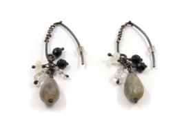 Dorien de Jonge - Zilver met blitsbeits bewerkte oorstekers - 5O06