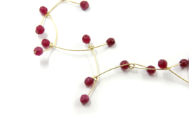 Maria van der Mel - 14 karaats gouden draad collier met robijn- 10619