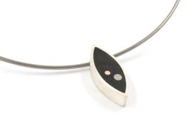 Evelien Scharphorn - Omega collier met ebbehouten hanger - ES116