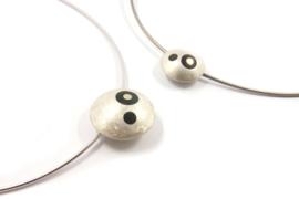 Evelien Scharphorn - Zilveren omega collier met abstracte hanger - ES113