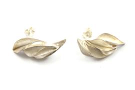 Janneke de Bruin - Oorstekers gevouwen zilver - 10456