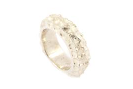 Galerie Puur - Ring zilver met bewerkt oppervlak - 10143