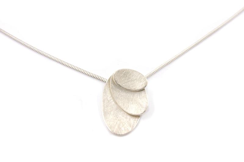 Lesley Zijlstra - Zilveren hanger met 3 ovaal bladeren - 11013