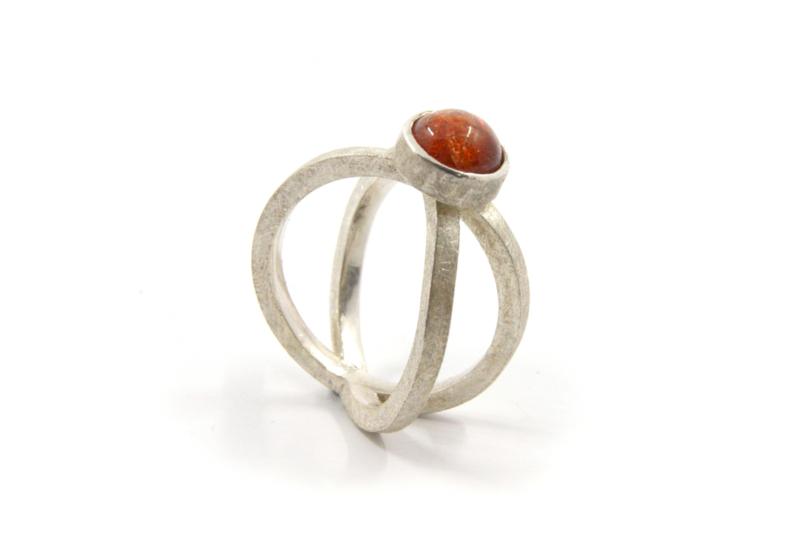 Dorien de Jonge - Zilveren ring 2 banden zonnesteen - 2R01