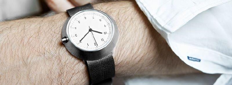 Fuji Horloge - wit met zwarte band.