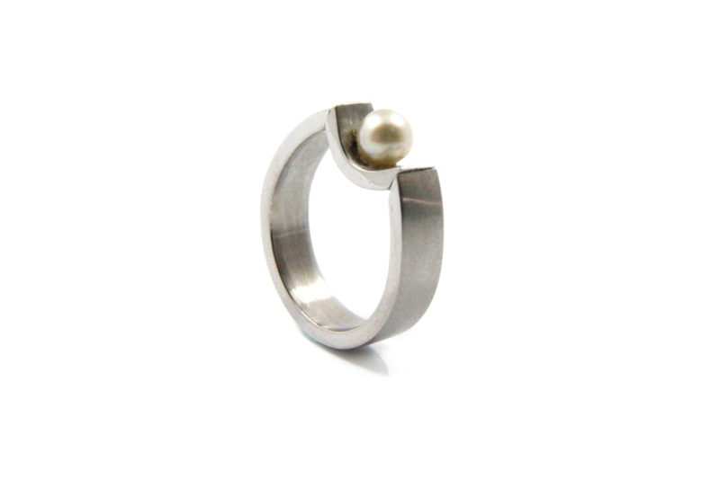 Brech - Ring roest vrij staal met parel - 11084