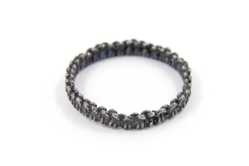 Femke Toele - Gehaakt zwart zilveren ring -10766
