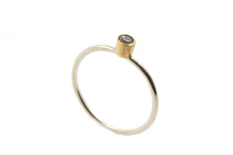 Myjung Kim - Zilveren ring met tombak zetkast en - 9980