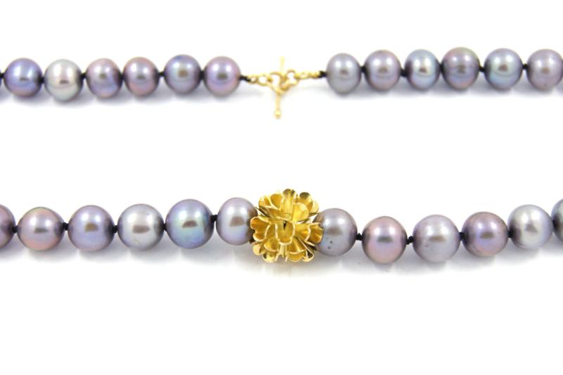 Erwin Borggreve - Collier paarse parels met gouden bloem - 10717