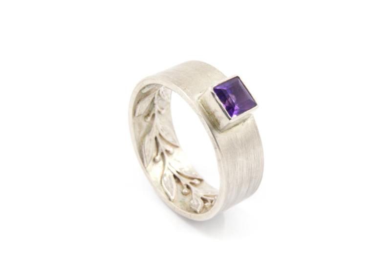 Myjung Kim - Zilveren ring met versiering en amethist - 10145