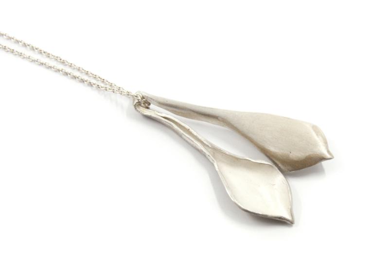 Maja Lava - Zilveren collier met bladvormige hanger - 10941