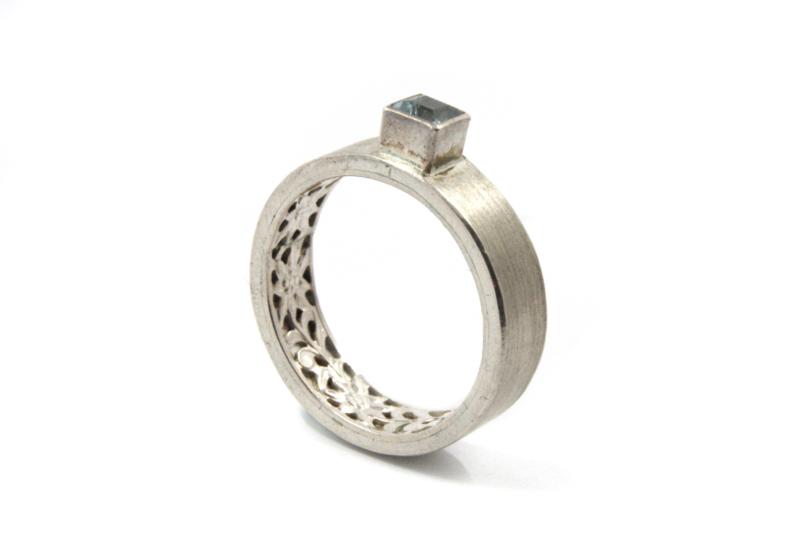 Myjung Kim - Zilveren ring met versiering en aquamarijn - 10147