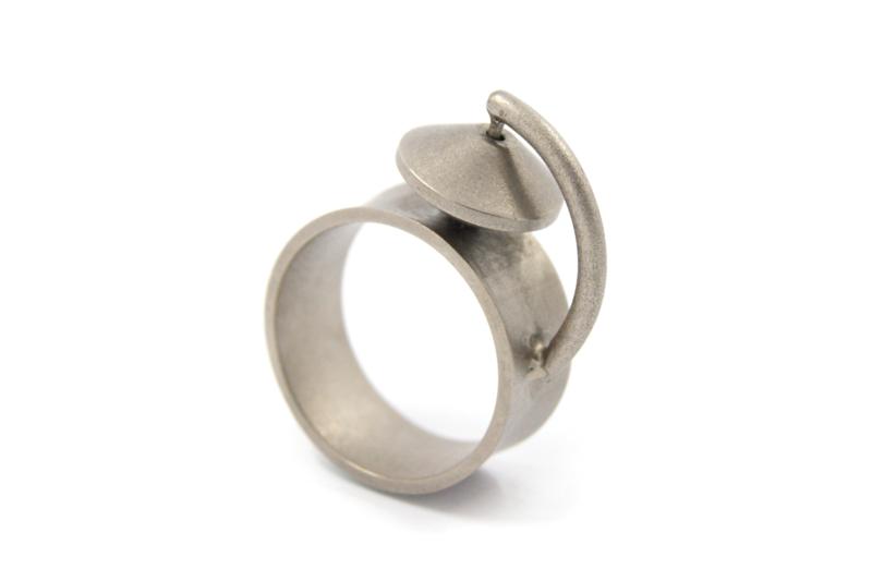 AW Edelsmeden - Titanium ring met tolletje - AWR -4