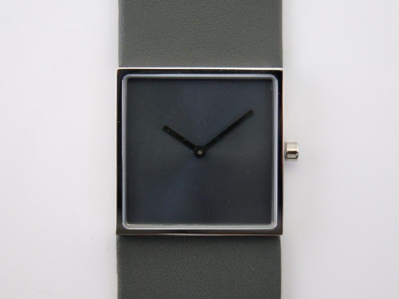 Horloge vierkant grijs/grijs DST-DC-012