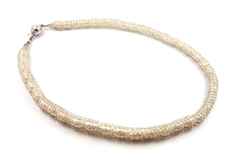 Inge Goedbloed - Parel collier omhuld met gebreid zilverwerk - 10824