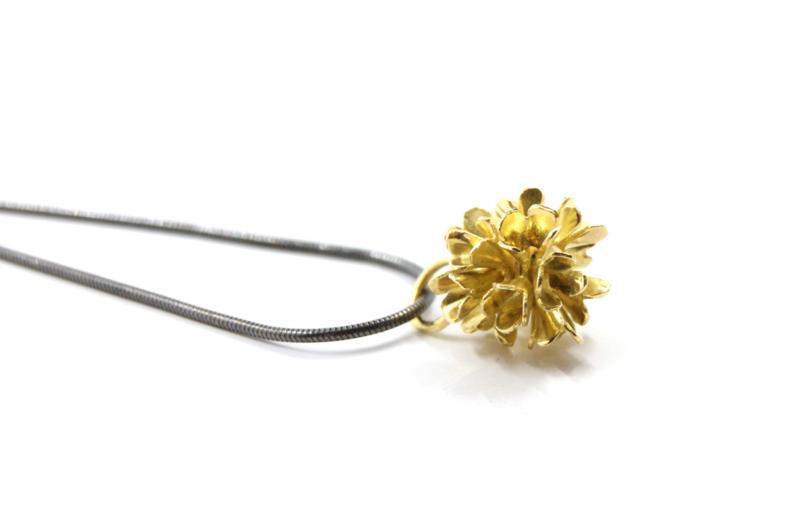 Erwin Borggreve - Collier met gouden bloem - 10718