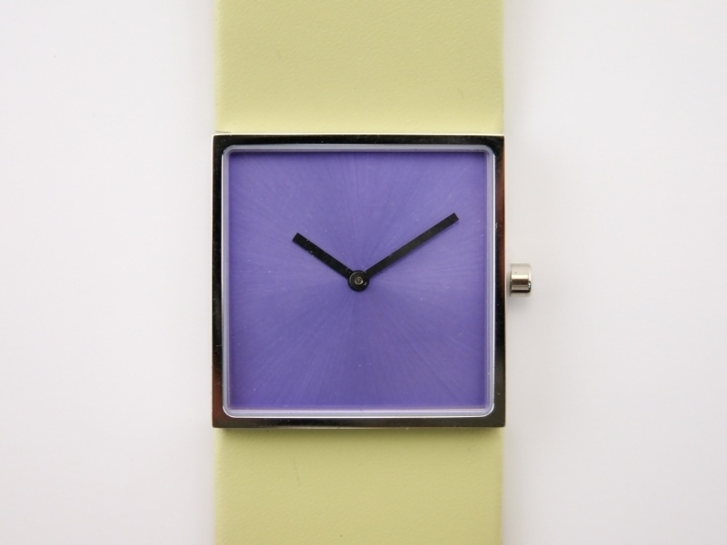 Horloge vierkant lila/wit DST-DC-001a