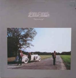 "Bee Gees – He's A Liar (12"" Single) T20"