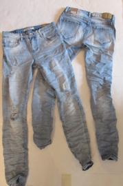 Jeans  Lexxury met lichte scheurtjes L7074